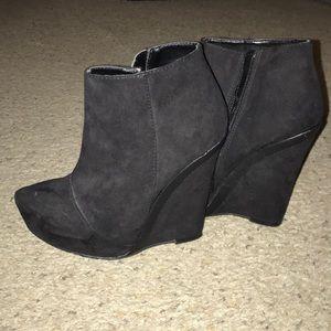 Aldo faux suede/faux leather trim wedge heels